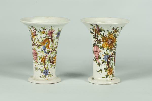 Coppia di Vasetti in ceramica smaltata di Gubbio, Manifattura C.A.M