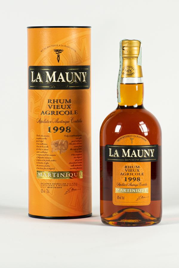 Rhum La Mauny bottle