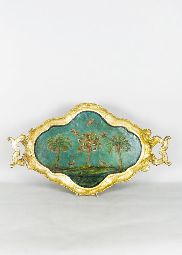 Louis XV Venetian tray in painted papier mache, on the back A.D. 1778 with noble coat of arms