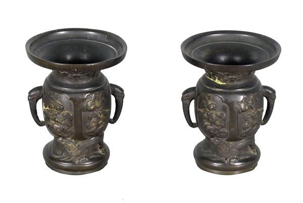 Coppia di piccoli Vasi Cinesi in bronzo