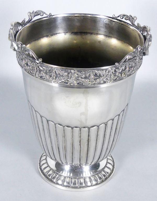 Secchiello portachampagne in argento cesellato. Gr 1350