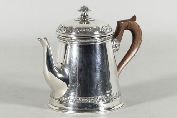 Small French coffee pot in silver. Signed Moutot - Paris (Gr. 250)