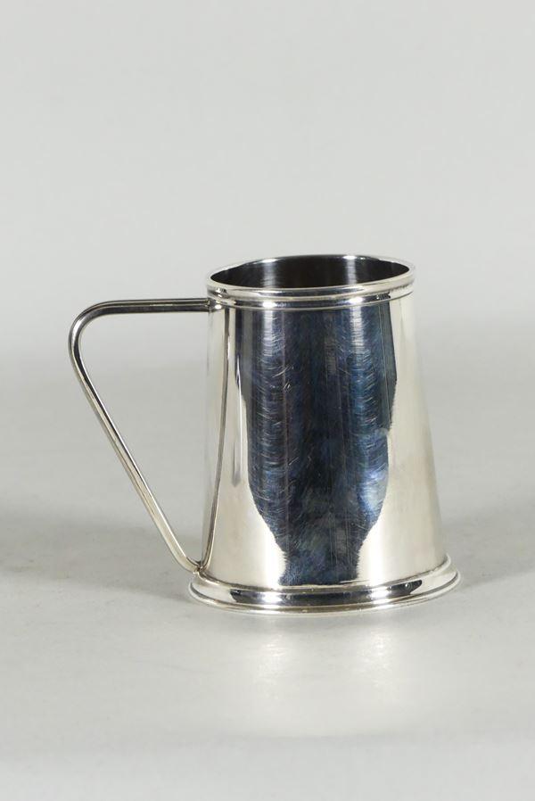 Small silver mug (Gr. 200)