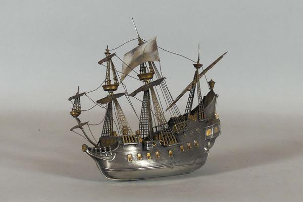 Model in silver (Gr. 400)