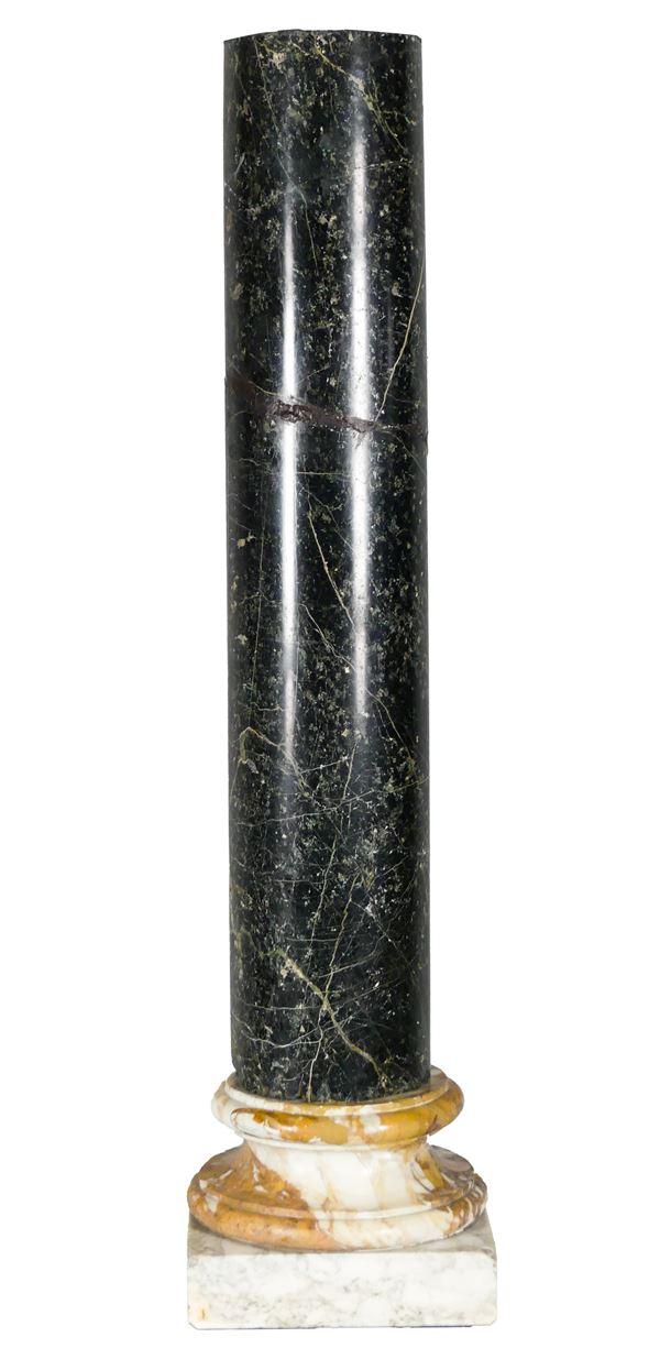 Antica colonna tonda in marmo