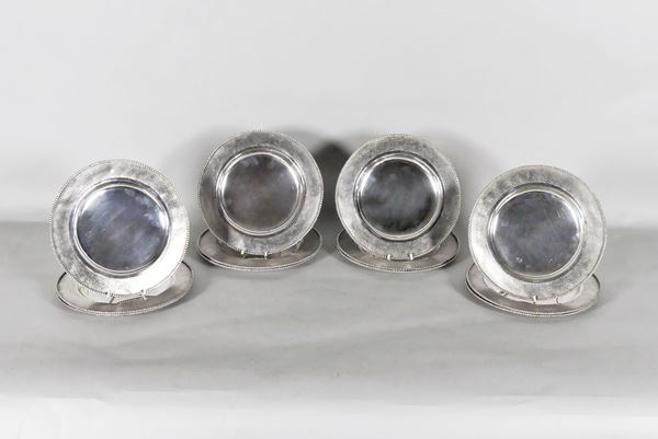 Twelve silver plates. 3670g