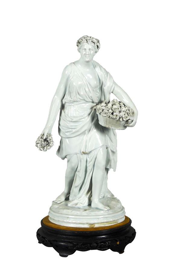 """Scultura """"Vestale con fiori"""" in porcellana bianca Ginori"""