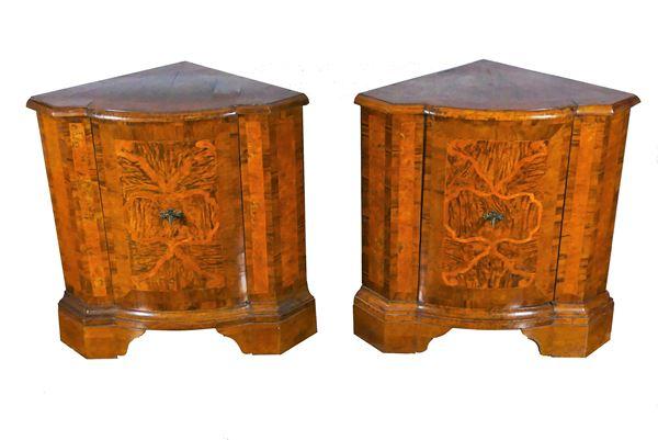 Pair of Lombard - Venetian Louis XV corner cupboards in walnut