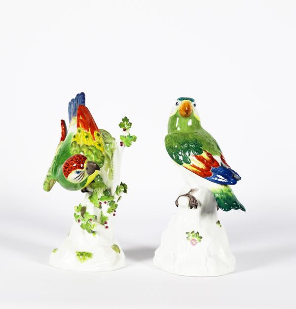 "Pair of Meissen porcelain sculptures ""Parrots on tree trunks"""