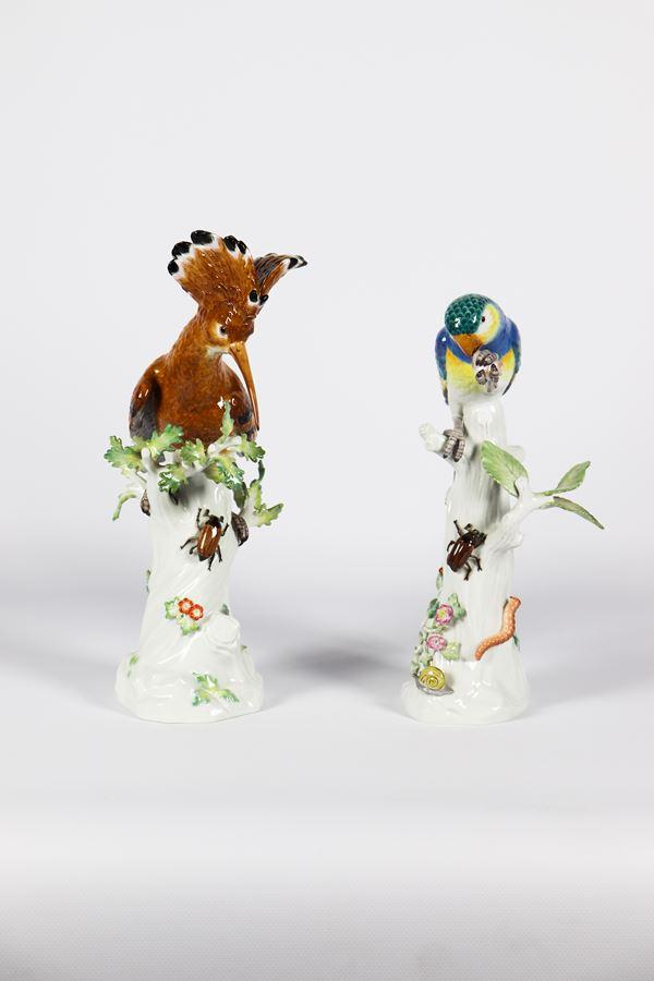 """Due Sculture in porcellana Meissen """"Pappagallo ed uccello su tronchi di alberi con insetti"""""""