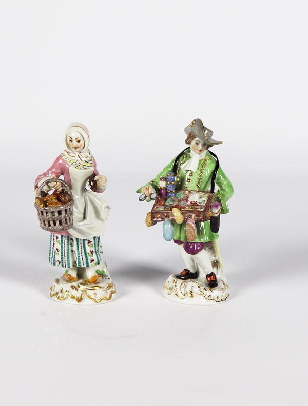 """Coppia di piccole Sculture in porcellana Meissen """"Venditore ambulante e venditrice di molluschi"""""""