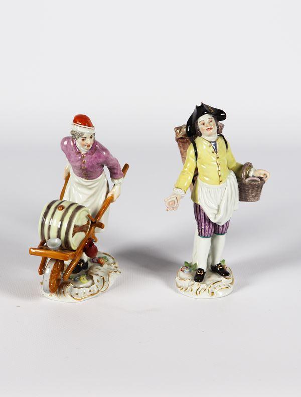 """Due piccole Sculture in porcellana policroma Meissen """"Venditore di conchiglie e venditore d'acqua"""""""