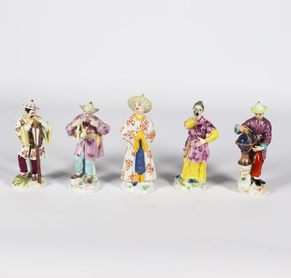 "Five small sculptures in polychrome enameled Meissen porcelain ""Cinesini"""