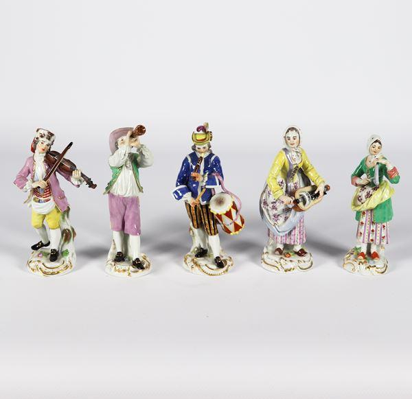 """Cinque piccole Sculture in porcellana policroma Meissen """"Suonatori"""""""