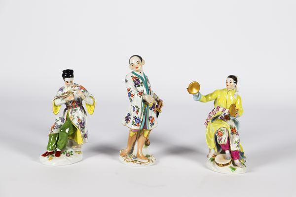 """Tre piccole Sculture in porcellana policroma smaltata Meissen """"Cinesini"""""""
