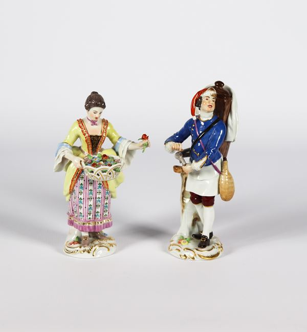 """Pair of small sculptures in polychrome enamelled porcelain Meissen """"Seller of flowers and dipper"""""""