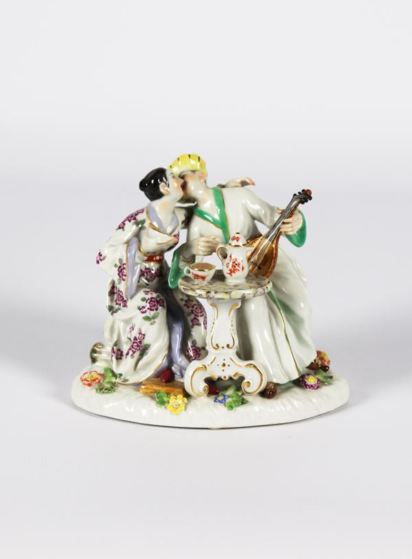 "Small group in polychrome enameled Meissen porcelain ""Cinesini with gallant scene"""