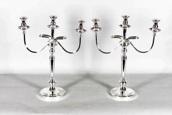 Pair of chiseled silver candelabra. 2500 grams