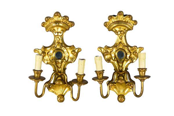 Coppia di Appliques in legno dorato di linea Luigi XIV