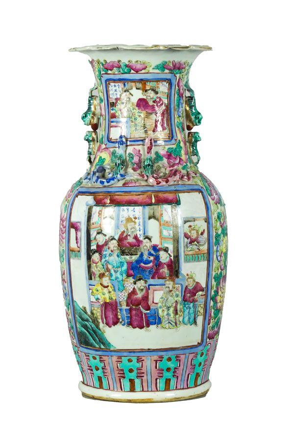 Chinese vase in enamelled polychrome porcelain