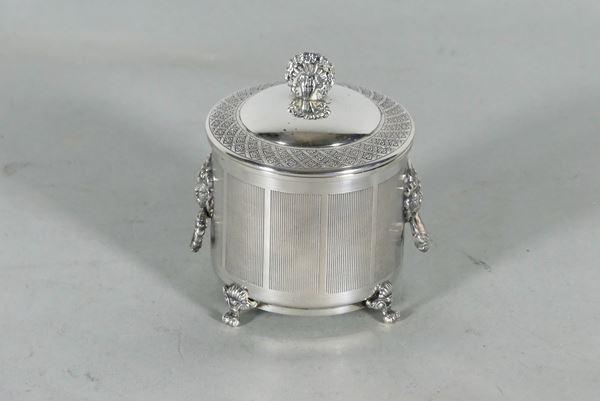 Sugar bowl in chiseled and embossed silver. 190g