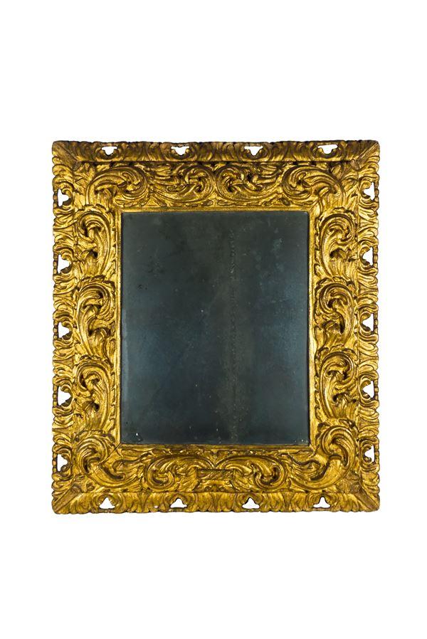 Specchiera Emiliana di linea Luigi XV in legno dorato