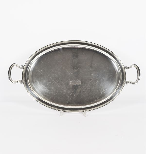 Oval tray in silver with two handles. Gr. 1550