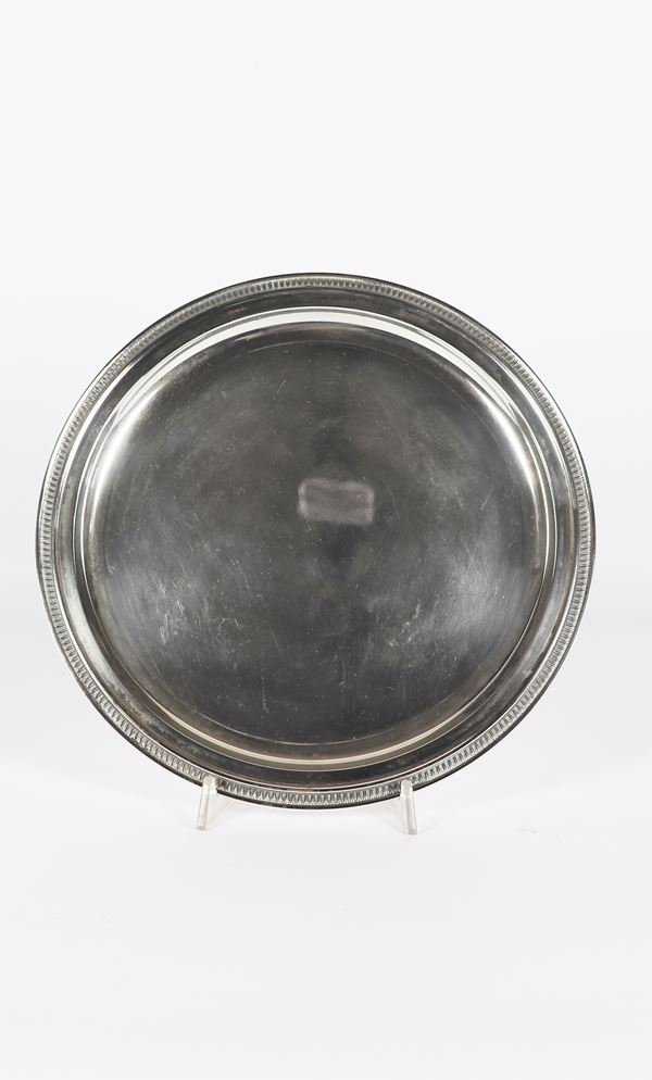 Round plate in silver. 540 grams