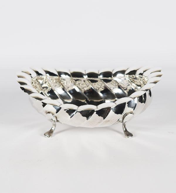 Portabonbon ovale centinato in argento. Gr. 340