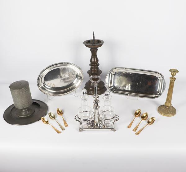 Lotto in metallo argentato, bronzo e peltro (13 pz)