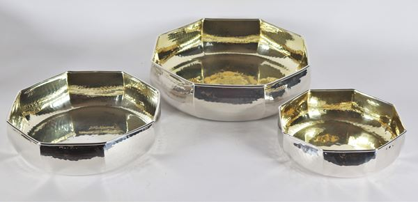 Lot of three octagonal fruit bowls in silver-plated and hammered metal