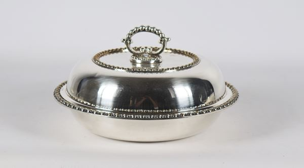Round vegetable dish in silver metal