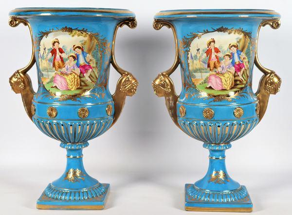 Coppia di vasi francesi a cratere in porcellana