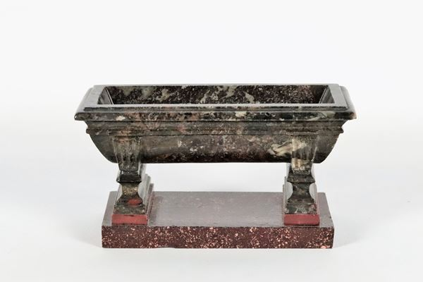 Roman basin Neoclassical period in black marble with porphyry base
