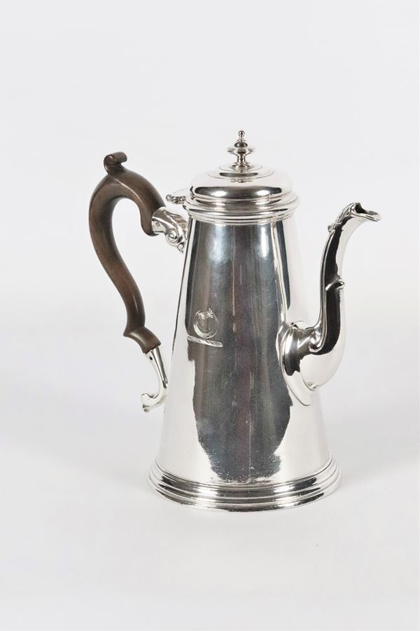 Giorgio II Argentiere T. Tearle silver coffee pot. 744 grams