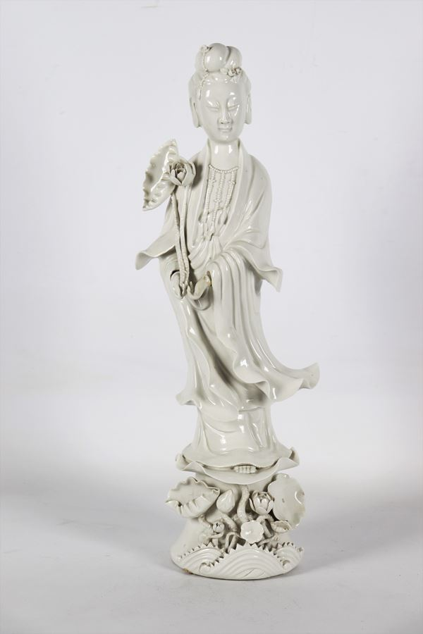 """Ancient Chinese """"Guanyin"""" in white glazed porcelain"""