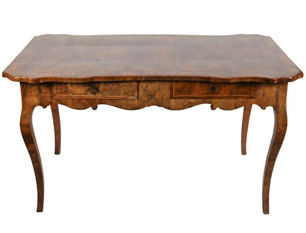 Louis XV desk from the Marche region in walnut and olive burl