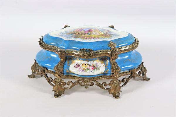 Antique French jewelery box in light blue Sèvres porcelain