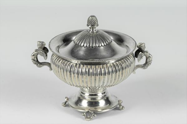 Zuccheriera in argento a forma di anfora