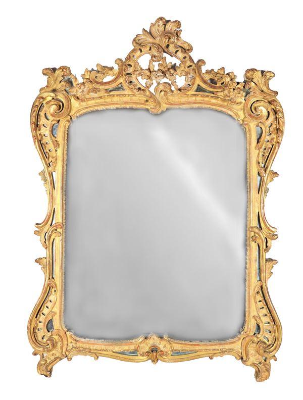Specchiera francese Luigi XV in legno dorato