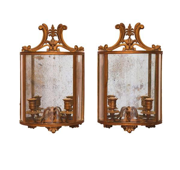 Coppia di lanterne da muro semitonde in bronzo dorato