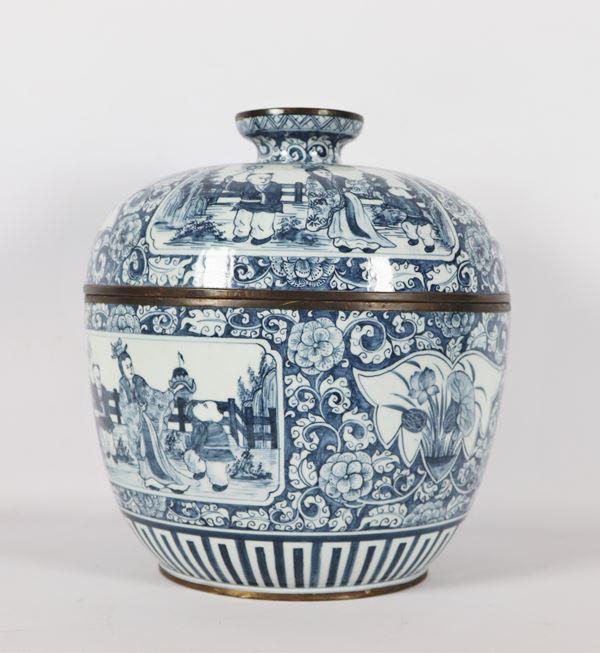 Grande potiche cinese in porcellana blu e bianca