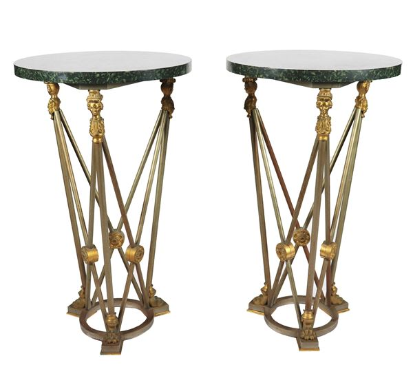 Coppia di tavolini tondi da centro di linea neoclassica