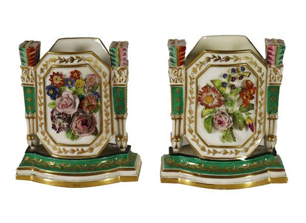 Coppia di piccole fioriere in porcellana firmate Jacob Petit