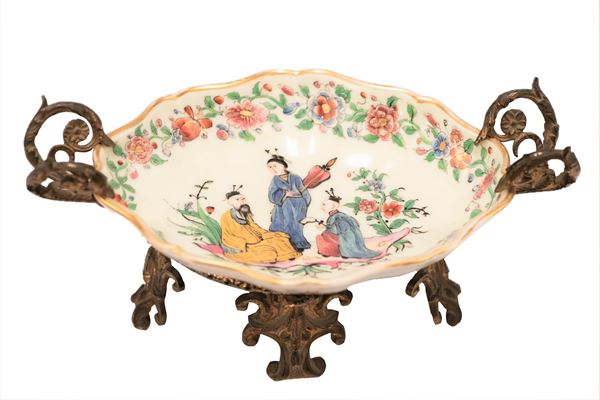 Chinese porcelain stand