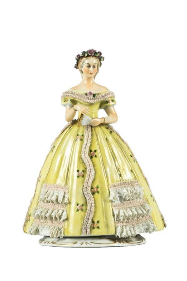 """Statuina """"Dama con ventaglio"""" in porcellana Capodimonte"""