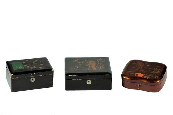 Tre Scatole in legno laccato nero e rosso