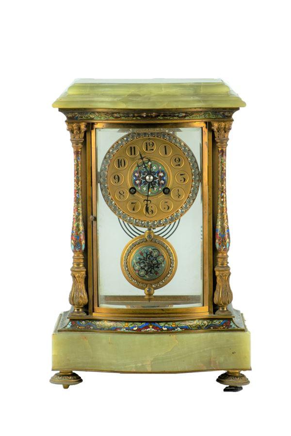Pendola da tavolo a tempietto in marmo di onice e cristallo
