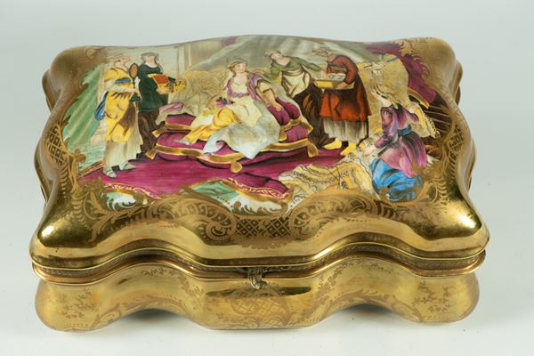 French box in gilded porcelain